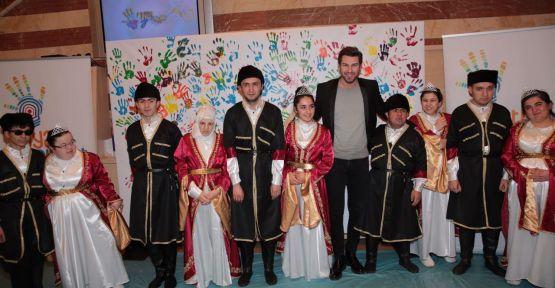Oyuncu Furkan Palalı'dan çocuklara anlamlı destek!